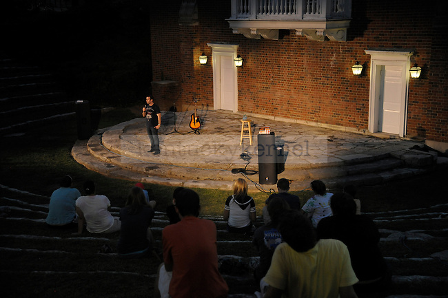 "Columnist Harlen Cohen, the author of ""The Naked Roommate"", talked to a crowd on UK's campus. Photo by Mike Weaver 