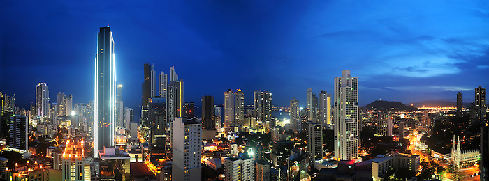 Ciudad de Panam&aacute;, Panam&aacute; / Panama city, Panama.<br /> <br /> Panor&aacute;mica de 2 fotograf&iacute;as / Panoramic image of 2 photographs<br /> <br /> EDICI&Oacute;N LIMITADA / LIMITED EDITION (25)