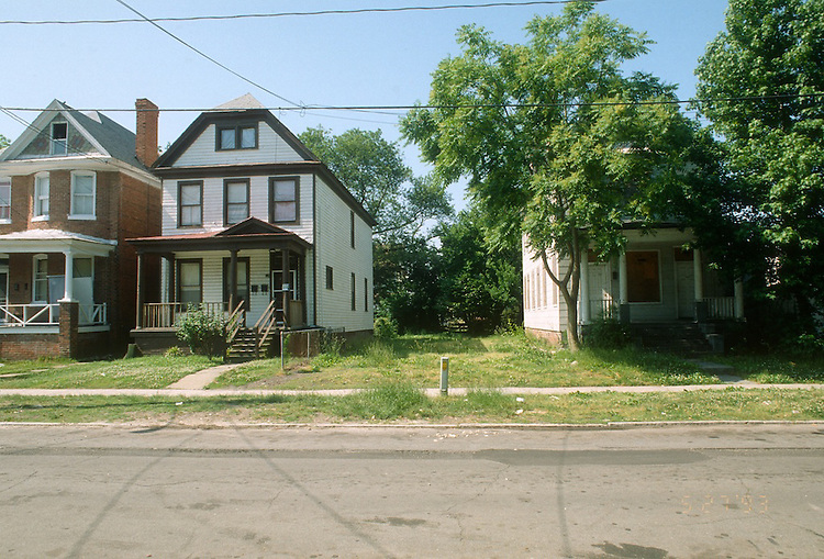1993 May 20..Conservation.Park Place..433 WEST 30TH STREET.LOT FOR SALE...NEG#.NRHA#..