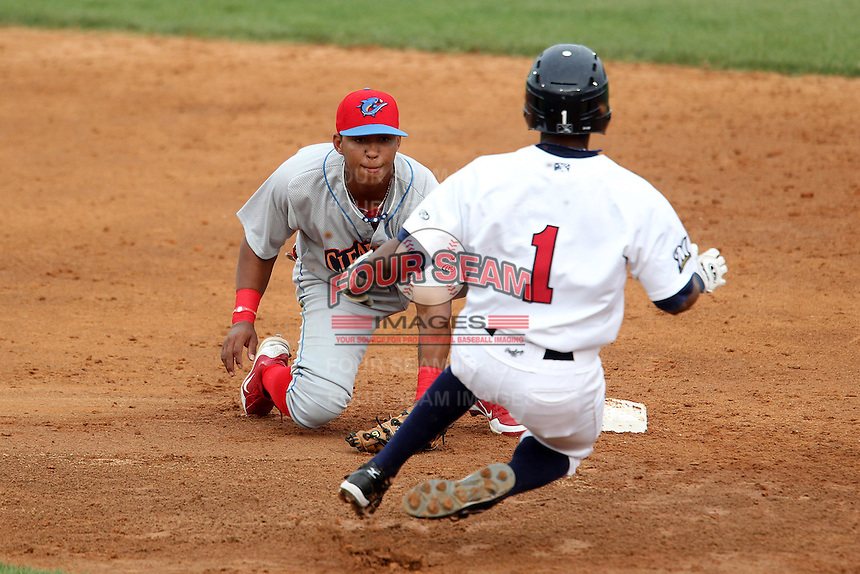 Clearwater Threshers second baseman Edgar Duran #31 tags out Reggie Keen #1 during a game against the Brevard County Manatees at Space Coast Stadium on April 29, 2012 in Viera, Florida.  Brevard County defeated Clearwater 4-1.  (Mike Janes/Four Seam Images)