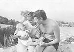 Schneider, Romy *23.09.1938-29.05.1982+<br /> Schauspielerin, D<br /> <br /> - mit Sohn David und ihrem Ehemann, dem Schauspieler und Regisseur Harry Meyen<br /> <br /> - 1967<br /> <br /> - 01.01.1967-31.12.1967<br /> <br /> Es obliegt dem Nutzer zu pr&uuml;fen, ob Rechte Dritter an den Bildinhalten der beabsichtigten Nutzung des Bildmaterials entgegen stehen.