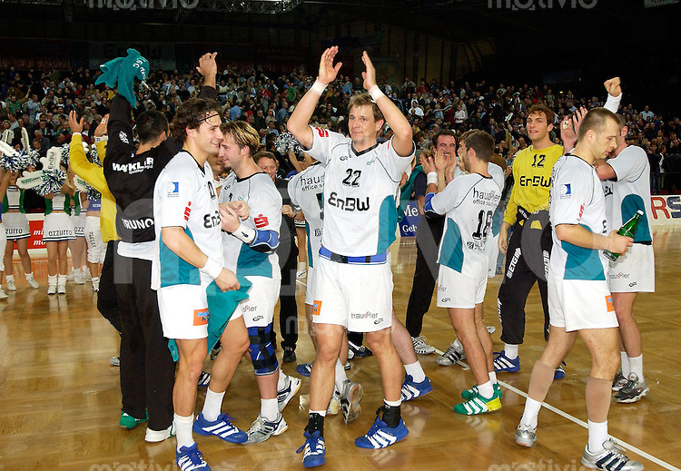 Handball Maenner 1. Bundesliga 2002/2003 Hanns-Martin-Schleyer-Halle Stuttgart (Germany) FrischAuf! Goeppingen - VfL Pfullingen (29:25) Die FAG-Mannschaft freut sich oeber den Sieg