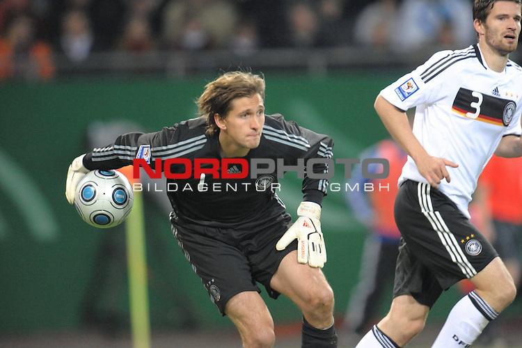Fussball, L&auml;nderspiel, WM 2010 Qualifikation Gruppe 4  14. Spieltag<br />  Deutschland (GER) vs. Finnland ( FIN )<br /> <br /> Rene Adler ( GER / Bayer 04 Leverkusen #01 )<br /> <br /> Foto &copy; nph (  nordphoto  )<br />  *** Local Caption *** <br /> <br /> Fotos sind ohne vorherigen schriftliche Zustimmung ausschliesslich f&uuml;r redaktionelle Publikationszwecke zu verwenden.<br /> Auf Anfrage in hoeherer Qualitaet/Aufloesung