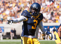 Saturday, September 7, 2013: Kameron Jackson points the line of scrimmage during a game against Portland State at Memorial Stadium, Berkeley, California - California defeated Portland State 37 - 30