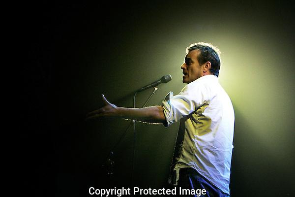20121002 - Utrecht - Foto: Ramon Mangold - Nederlands Film Festival, NFF 2012, Jeroen Willems zingt Brel (repetitiefoto).