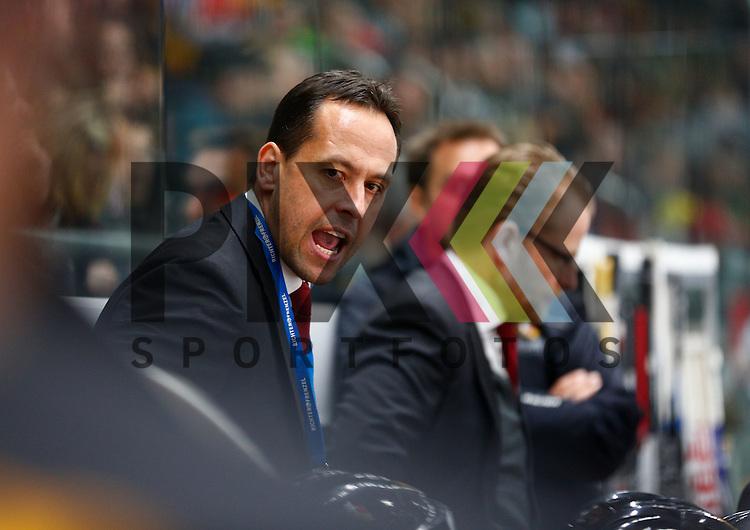 Marco STURM (Trainer Deutschland), ruft, schreit, lautstark, gibt Anweisungen,<br /> <br /> Eishockey, Deutschland-Cup 2015, Augsburg, Deutschland vs. Slowakei, 07.11.2015,<br /> <br /> Foto &copy; PIX-Sportfotos *** Foto ist honorarpflichtig! *** Auf Anfrage in hoeherer Qualitaet/Aufloesung. Belegexemplar erbeten. Veroeffentlichung ausschliesslich fuer journalistisch-publizistische Zwecke. For editorial use only.