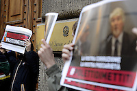 Roma, 12 Dicembre 2014.<br /> Nel giorno dello sciopero generale un gruppo di precarie e precari aderenti allo sciopero sociale fanno un blitz al Ministero del lavoro in Via Veneto per chiedere le dimissioni del Ministro Poletti, contro la corruzione.<br /> Espongono foto del Ministro insieme a Buzzi.<br /> La vostra corruzione è la nostra precarietà.