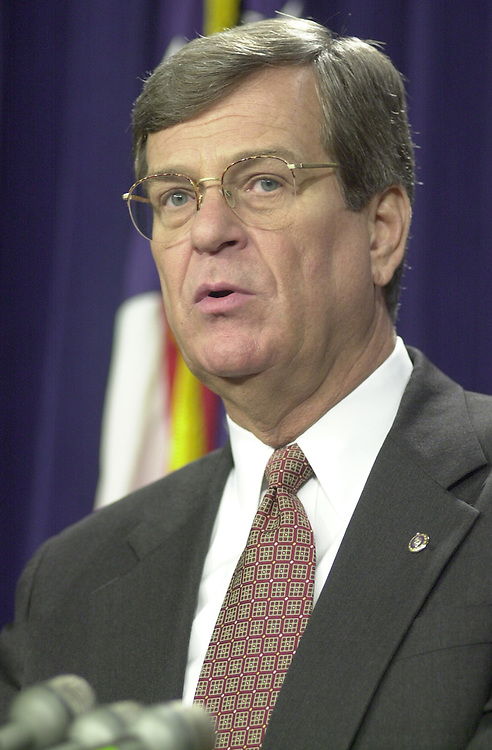 RC20000224-302-RR: February 24, 2000: Sen. Trent Lott speaks to the press on Iran Non-Prolif. vote, from the senate studio on Thursday 2/24/00..      Rebecca Roth/Roll Call.