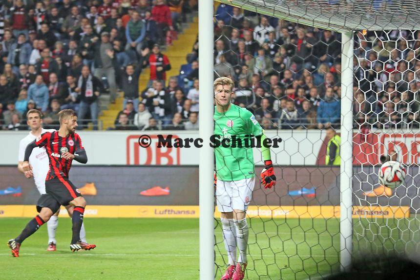Kopfball Haris Seferovic (Eintracht) zum 2:2 Ausgleich, Loris Karius (Mainz) guckt nur - Eintracht Frankfurt vs. 1. FSV Mainz 05, Commerzbank Arena