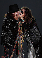 "CIUDAD DE MÉXICO, Octubre 27, 2013.  El cantante Steven Tyler y el guitarrista Joe Perry del grupo de rock estadounidense, Aerosmith, durante su concierto en la Arena de la Ciudad de México, el 27 de octubre de 2013. Aerosmith llega a México en el  ""The Global Warming Tour"".  FOTO: ALEJANDRO MELÉNDEZ<br /> <br /> MEXICO CITY, Oct. 27, 2013. The singer Steven Tyler and guitarist Joe Perry of the American rock band, Aerosmith, during their concert at the Arena Mexico City, on October 27, 2013. Aerosmith arrives in Mexico on ""The Global Warming Tour"". PHOTO: ALEJANDRO MELENDEZ"