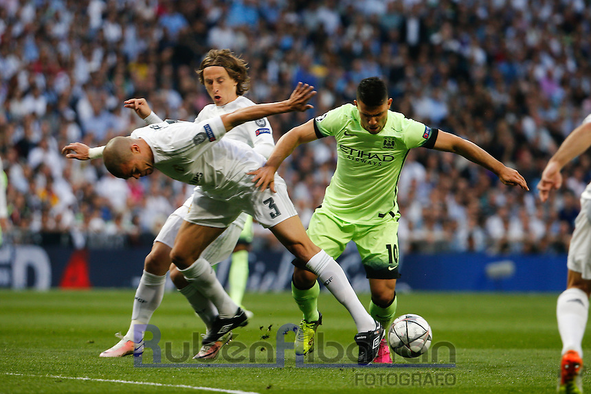 Manchester City´s forward Sergio Aguero and Real Madrid's Portuguese defense Pepe during the UEFA Champions League match between Real Madrid and Manchester City at the Santiago Bernabeu Stadium in Madrid, Wednesday, May 4, 2016.