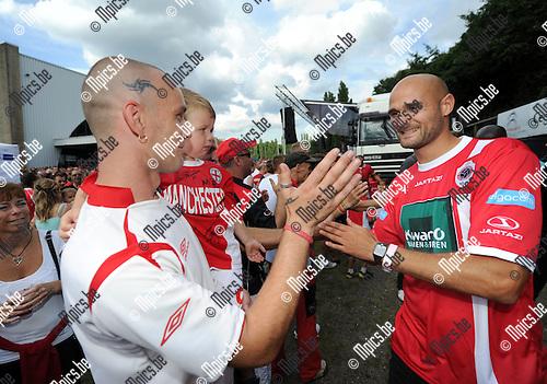 2012-08-05 / Voetbal / seizoen 2012-2013 / Fandag Antwerp / Karel De Smet groet de fans..Foto: Mpics.be