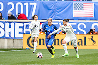 HARRISON, NJ, 04.03.2017 - FRANÇA-ALEMANHA - Le Sommer (E) da França disputa bola com Marozsan da  Alemanha em  jogo valido pela segunda rodada da SheBelieves Cup no Red Bull Arena na cidade de Harrison nos Estados Unidos neste sábado , 04. (Foto: William Volcov/Brazil Photo Press)