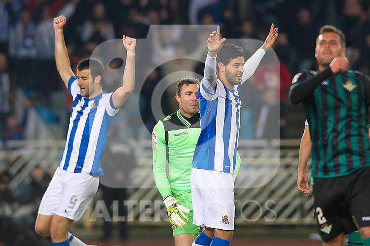 Real Sociedad's Carlos Vela (r) and Imanol Agirretxe celebrate goal during La Liga match.November 23,2013. (ALTERPHOTOS/Mikel)