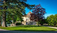 Frankreich, Bourgogne-Franche-Comté, Département Jura, Frontenay: Château de Frontenay (12. Jh.) und Schlosspark | France, Bourgogne-Franche-Comté, Département Jura, Frontenay: Château de Frontenay (12th century) and park