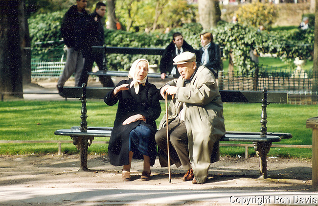 aging, aging gracefully, Paris, Park Bench Series, park bench, France, people, Parisians, love, life in Paris, street scenes, affection,  natural light, amour, hotel decor, corporate decor, communication, companionship, couple