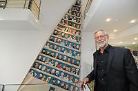 CULTUUR: SNEEK: 29-05-2015, Fries Scheepvaart Museum, onthulling portretten van ruim tachtig SKS skûtsjeschippers uit het vleugelklassement geschilderd op een oude witte fok van het Statenjacht door oud skûtsjschipper Anne Tjerkstra uit Goïngarijp, ©foto Martin de Jong