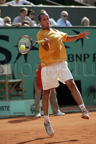 25 May 2005: Belgian player Xavier Malisse (BEL) playing a forehand during his second round match against Malisse at the French Open Tennis Championships played at Roland Garros, Paris. Photo: Glyn Kirk/actionplus..050525 male man men clay