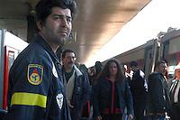 Roma,4 Aprile 2005 .Stazione Termini.L'arrivo dei pellegrini  per i funerali di Papa Giovanni Paolo II.Rome, April 4, 2005.Stazione Termini.The arrival of pilgrims for the funeral of Pope John Paolo II.