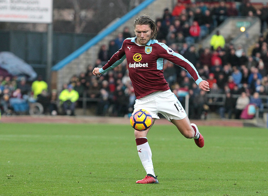 Burnley's Jeff Hendrick with a first half effort on goal<br /> <br /> Photographer Rich Linley/CameraSport<br /> <br /> The Premier League - Burnley v Middlesbrough - Monday 26th December 2016 - Turf Moor - Burnley<br /> <br /> World Copyright &copy; 2016 CameraSport. All rights reserved. 43 Linden Ave. Countesthorpe. Leicester. England. LE8 5PG - Tel: +44 (0) 116 277 4147 - admin@camerasport.com - www.camerasport.com