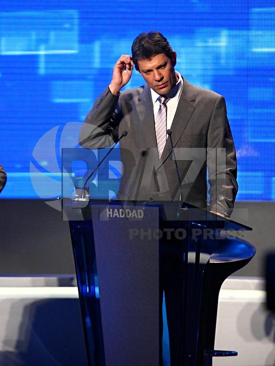 SAO PAULO, 02 de agosto de 2012. DEBATE BAND. O candidato do PT, Fernando Haddad, durante o debate promovido pela rede bandeirantes de tv. foto Adriana Spaca - Brazil Photo Press