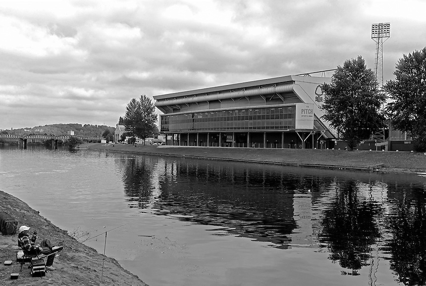 Photographer David Shipman/CameraSport<br /> <br /> Football - The Football League Sky Bet Championship - Nottingham Forest v Hull City - Saturday 3rd October 2015 - The City Ground - Nottingham<br /> <br /> &copy; CameraSport - 43 Linden Ave. Countesthorpe. Leicester. England. LE8 5PG - Tel: +44 (0) 116 277 4147 - admin@camerasport.com - www.camerasport.com