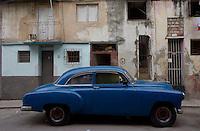 blue car, oldtimer in Havana Centro