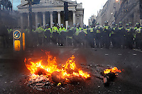 UK. London. 1st April 2009.. police advance against demonstrators at the bank of england. An effigy of a banker burns in the foreground.©Andrew Testa for the New York times