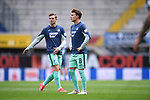 Dennis Geiger (Hoffenheim, r.) beim Warmmachen<br />