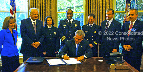 United States President George W. Bush signs H.R. 4567, the Department of Homeland Security Appropriations Act for Fiscal Year 2005 in the Oval Office in the White House in Washington, D.C. on October 18, 2004.  <br /> Credit: Ron Sachs / CNP