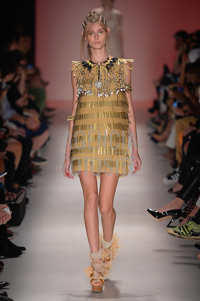 Teca<br /> <br /> S&atilde;o Paulo Fashion Week- Ver&atilde;o 2016<br /> Abril/2015<br /> <br /> foto: Ze Takahashi/ Ag&ecirc;ncia Fotosite