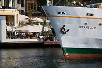 Europe/Turquie/Istanbul : Terrasse de café  et bords du Bosphore au Port de Bebek