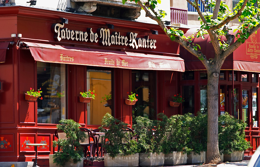 The restaurant Taverne de Maitre Kanter with outside seating.  Vienne, Isère Isere, France, Europe