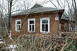 """Deserted village of Chernobyl, Ukraine. about 380 """"ghosts"""" came back to settle in their former homes despite interdictions..Village abandonné de Tchernobyl, Ukraine. environ 380 """"revenants sont revenus s'installer dans leurs anciennes maisons malgré les interdictions . Zone d'exclusion des 10 km autour de la centrale de Tchernobyl..Tcernobyl, Ukrainia"""