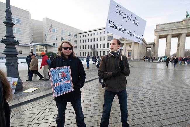 Protest gegen Ueberwachung.<br />Anlaesslich des &quot;International Day of Privacy&quot; #IDP14 protestierten Geheimdienstkritiker am Samstag den 2. Februar 2014 vor dem Brandenburger Tor gegen die Vorratsdatenspeicherung. Sie forderten u.a. Asyl fuer den Whistleblower Edward Snowden in Deutschland, den Schutz der Privatsphaere vor Ausspaehungen durch Geheimdienste und eine vollstaendige Aufklaerung der NSA-Abhoeraktionen.<br />1.2.2014, Berlin<br />Copyright: Christian-Ditsch.de<br />[Inhaltsveraendernde Manipulation des Fotos nur nach ausdruecklicher Genehmigung des Fotografen. Vereinbarungen ueber Abtretung von Persoenlichkeitsrechten/Model Release der abgebildeten Person/Personen liegen nicht vor. NO MODEL RELEASE! Don't publish without copyright Christian-Ditsch.de, Veroeffentlichung nur mit Fotografennennung, sowie gegen Honorar, MwSt. und Beleg. Konto:, I N G - D i B a, IBAN DE58500105175400192269, BIC INGDDEFFXXX, Kontakt: post@christian-ditsch.de<br />Urhebervermerk wird gemaess Paragraph 13 UHG verlangt.]