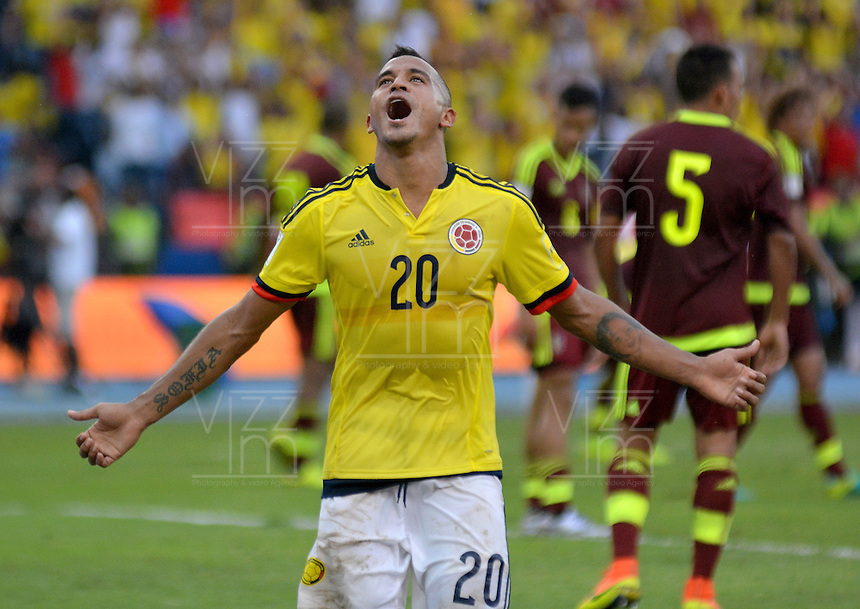 BARRANQUILLA - COLOMBIA -01-09-2016: Macnelly Torres jugador de Colombia celebra después de anotar un gol a Venezuela durante partido de la fecha 7 para la clasificación a la Copa Mundial de la FIFA Rusia 2018 jugado en el estadio Metropolitano Roberto Melendez en Barranquilla./  Macnelly Torres  player of Colombia celebrates after scoring a goal to Venezuela during match of the date 7 for the qualifier to FIFA World Cup Russia 2018 played at Metropolitan stadium Roberto Melendez in Barranquilla. Photo: VizzorImage / Alfonso Cervantes / Cont