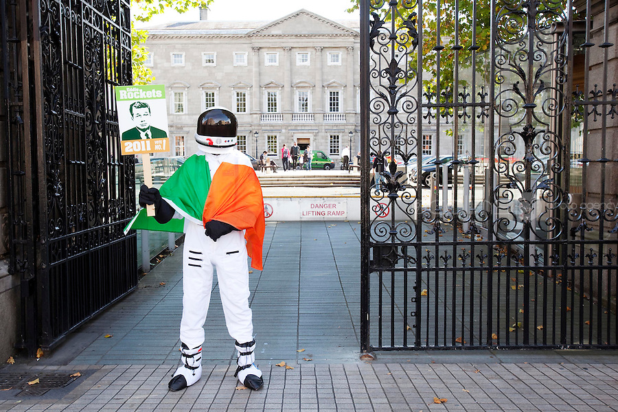 NO REPRO FEE.27/9/2011. EDDIE ROCKET FOR PRESIDENT. Pictured outside the Dail in Dublin Eddie Rocket, one of Ireland's leading restaurateurs, has thrown his helmet into the Presidential race.Eddie, who runs a group of 41 City Diners employing over 1,000 people around Ireland and abroad, believes he is the man for the Aras.Get the full lowdown on Eddie's campaign on www.eddierockets.ie/eddieforpresident Picture James Horan/Collins Photos