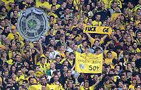 Fussball 1. Bundesliga :  Saison   2012/2013   8. Spieltag  20.10.2012 Borussia Dortmund - FC Schalke 04 BVB Fans mit der Meisterschale Scheiss Schalke, FICK GE