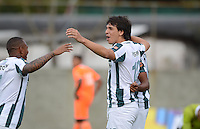 ENVIGADO –COLOMBIA, 14-02-2015: Pablo Zeballos (Der) jugador de Atlético Nacional celebra un gol anotado a Envigado FC durante partido por la fecha 4 de la Liga Águila I 2015 realizado en el Polideportivo Sur de la ciudad de Envigado./ Pablo Zeballos (R) player of Atletico Nacional celebrates a goal scored to Envigado FC during match for the 4th date of the Aguila League I 2015 at Polideportivo Sur in Envigado city.  Photo: VizzorImage/León Monsalve/STR