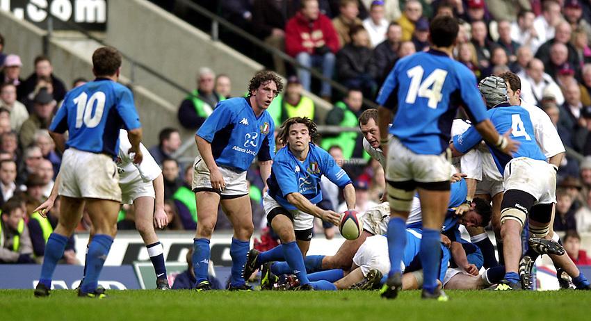 Photo. Richard Lane. .England vs Italy. Twickenham. 17.02.2001.Lloyds TSB Six Nations Championship..Juan-Manuel Quierolo gets the ball away.
