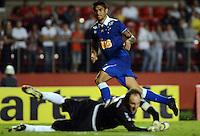 SAO PAULO SP, 20 Julho 2013 - Sao Paulo  X Cruzeiro -  Luan do Cruzeiro chuta para fazer o segundo gol durante partida contra o Sao paulo  valida pelo campeonato brasileiro de 2013  no Estadio do Morumbi em  Sao Paulo, neste sabado, 20. (FOTO: ALAN MORICI / BRAZIL PHOTO PRESS).