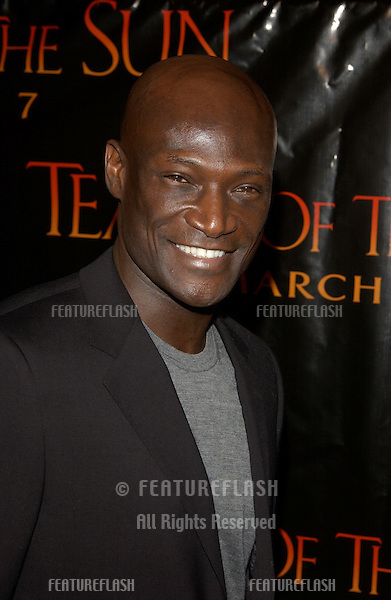 Actor PETER MENSAH at the Los Angeles premiere of his new movie Tears of the Sun..03MAR2003.  © Paul Smith / Featureflash