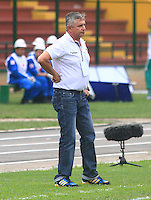 FLORIDABLANCA -COLOMBIA, 03-08-2014.  Adolfo Leon Holguin técnico de Alianza Petrolera durante partido con Atlético Nacional por la fecha 3 de la Liga Postobon II 2014 disputado en el estadio Alvaro Gómez Hurtado de la ciudad de Floridablanca./ Adolfo Leon Holguin coach of Alianza Petrolera during match against Atletico Nacional player for the 3th date of the Postobon League II 2014 played at Alvaro Gomez Hurtado stadium in Floridablanca city Photo:VizzorImage / Duncan Bustamante / STR