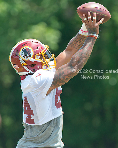 Washington Redskins tight end Niles Paul (84) participates in an organized team activity (OTA) at Redskins Park in Ashburn, Virginia on Wednesday, June 1, 2016.<br /> Credit: Ron Sachs / CNP