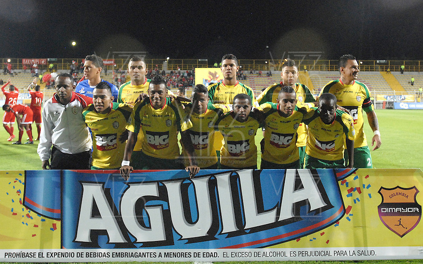 BOGOTA -COLOMBIA-01-06-2015. Jugadores de Real Cartagena posan para una foto previo al partido entre América de Cali y Real Cartagena por la fecha 16 del Torneo Aguila 2015 jugado en el Metropolitano de Techo de la ciudad de Bogotá./ Players of Real Cartagena pose toa photo prior the match between America de Cali and Real Cartagena for the 16th date of Aguila Tournament 2015 played at Metropolitano de Techo stadium in Bogota city. Photo: VizzorImage / Gabriel Aponte / Staff