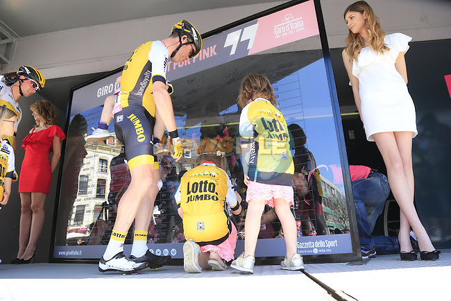 Bram Tankink (NED) Team Lotto NL-Jumbo with his kids at sign on before the start of Stage 3 of the 2016 Giro d'Italia running 190km from Nijmegen to Arnhem, The Nethrerlands. 8th May 2016.<br /> Picture: Eoin Clarke | Newsfile<br /> <br /> <br /> All photos usage must carry mandatory copyright credit (&copy; Newsfile | Eoin Clarke)