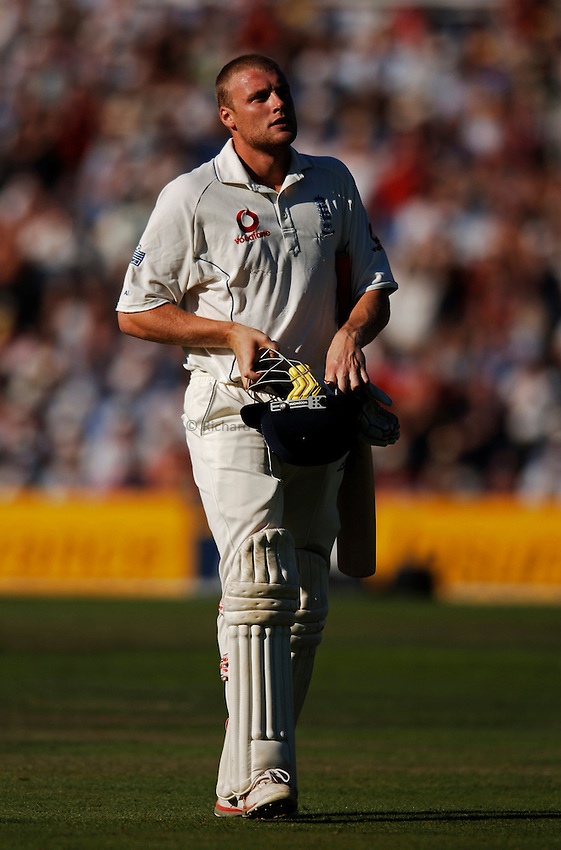 Photo: Glyn Thomas..England v Australia. nPower Test Series. The Ashes 2005..08/09/2005..England's Andrew Flintoff walks off the field.