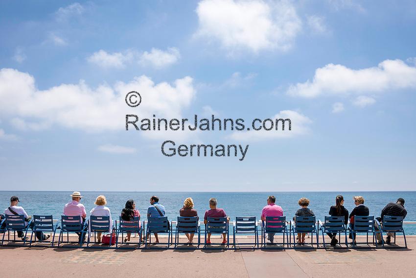 France, Provence-Alpes-Côte d'Azur, Nice: row of chairs at Promenade des Anglais | Frankreich, Provence-Alpes-Côte d'Azur, Nizza: Stuhlreihe an der Promenade des Anglais