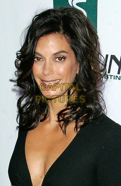 TERI HATCHER.AT The 2006 Women's World Awards - Arrivals held at the Hammerstein Ballroom, New York City, New York, USA, 14 October 2006..portrait headshot smiling eye contact eyes to camera.Ref: ADM/JL.www.capitalpictures.com.sales@capitalpictures.com.©Jackson Lee/AdMedia/Capital Pictures.