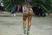 RIO DE JANEIRO, RJ, 11 DE FEVEREIRO 2013 - CARNAVAL RJ - MOCIDADE INDEPENDENTE - Integrantes da Escola de Mocidade Independente durante primeiro dia de desfiles do Grupo Especial do Carnaval do Rio de Janeiro na Marques de Sapucaí na madrugada desta segunda-feira . (FOTO: WILLIAM VOLCOV / BRAZIL PHOTO PRESS).